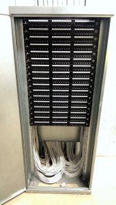 Sposób zakończenia kabli UTP5e na patch panelach RJ-45 24 porty